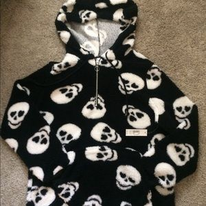NWT Fuzzy Skull Hoodie W/Front Pocket Size XL